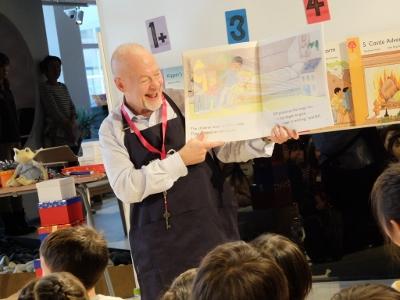 ケビン・チャーチリー先生の「英語絵本読み聞かせ会」に参加しました