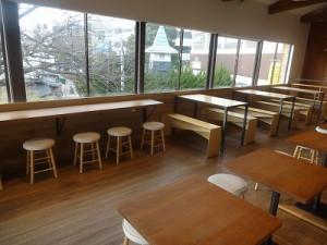 2階のカフェスペースはこのような感じです♪