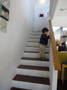 階段を登ると…