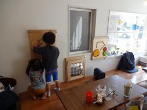 店内♪壁に遊具があります