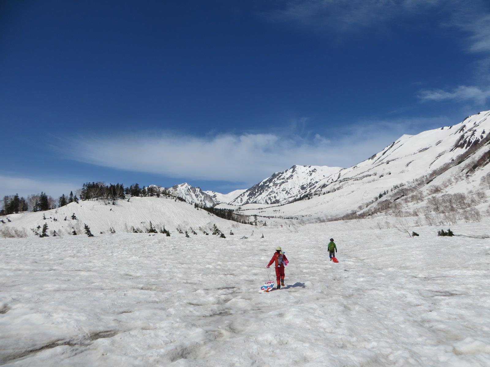残雪の北アルプス◎栂池ヒュッテに宿泊して大絶景で雪遊び三昧