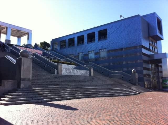 「なぎら健壱が見た多摩市」展で多摩の裏側を知ろう