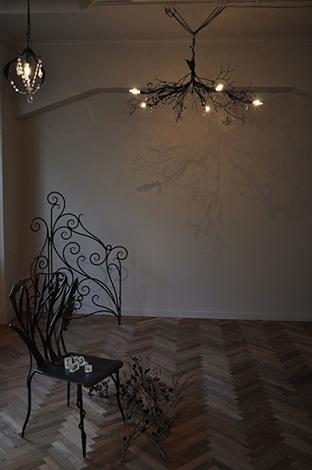シャンデリアの光と影(写真)