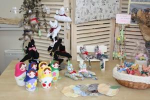 リサイクルショップたんぽぽさんの手作りコーナー、お人形や置物