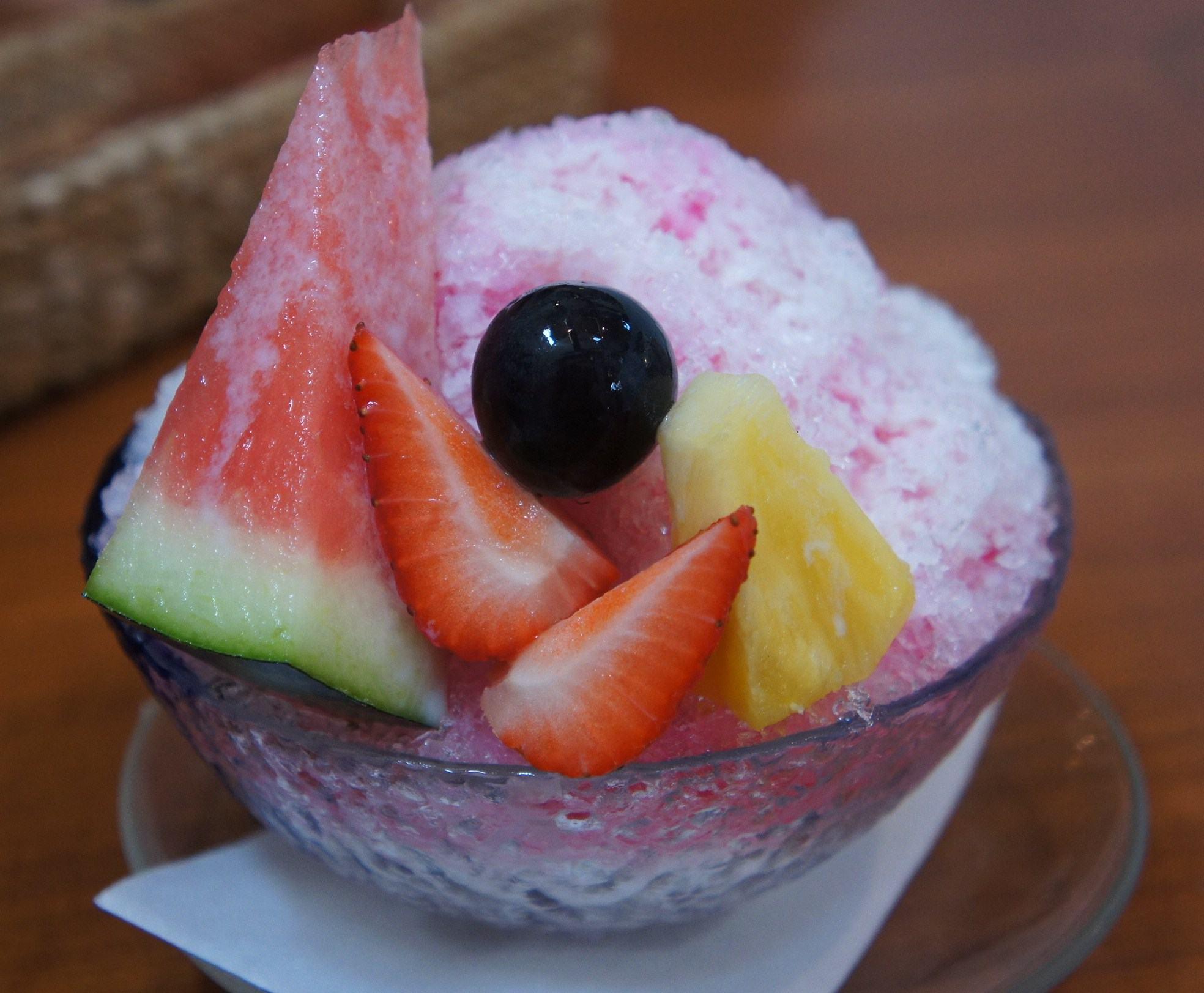 暑い日にクールな水分補給! 果物屋さん「アローツリー」のあまおうかき氷
