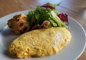 それぞれの好みの食事が楽しめる「エスキーナ」で朝食を!