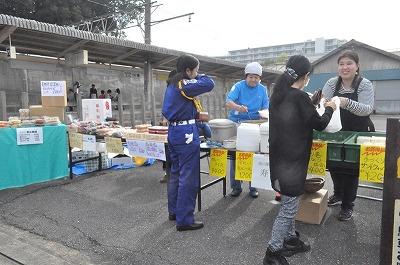 駅前ではお弁当も売られ1日遊べました
