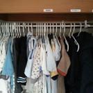 衣装棚のラベリングと服を仕切るヒモで使いやすさがアップ!