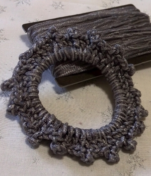 光る毛糸「リフレ-S」(グレー・40m)700円(税抜)