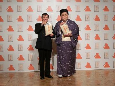 ホクレン農業協同組合連合会 代表理事長の佐藤 俊彰さん(左)