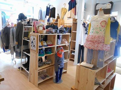 北浦和の人気店「コスコジ」がリニューアル、西口店はママと子どもの洋服が中心に