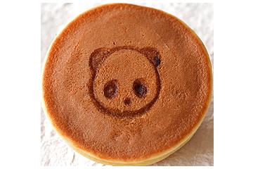 上野店限定!パンダの焼き印がかわいいもちどら