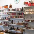 かわいいモチーフの手芸用品も充実! ヴィンテージ雑貨と古本のお店 「FUTURA」