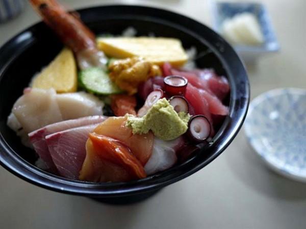北部市場でおいしい海鮮丼を発見♪