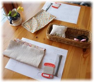 各テーブルには縫い物に必要なモノ