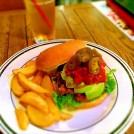夏季限定バーガーが絶品!あの「遊べる本屋」のハンバーガーショップ@西荻窪