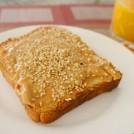 ゴマたっぷりなピーナッツバタートースト 【時短朝食レシピ】