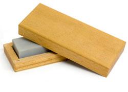 スーパーなどで扱っている簡易研ぎ器で包丁を研ぐと、切れ味が戻ります