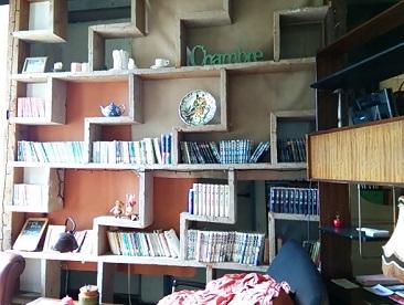 読書の秋。本を読みながら、ゆったりくつろげる素敵カフェ「cafe Eze」