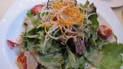 松戸野菜を使ったリーフサラダ。ドレッシングがとっても美味しい!