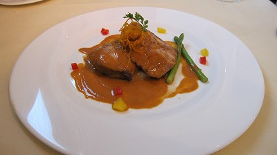 この日の魚料理「マヒマヒのソテー 白エビのトマトクリームソース」