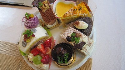 手作りケーキ。種類が多くて迷います!