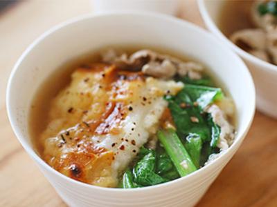 小松菜と豚肉の焼きもちコショウスープ