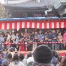 豆をまいて鬼を追い出す。2/3(火)箭弓(やきゅう)稲荷神社「節分祭」