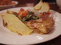 旬の人気メニュー8種類を一皿で楽しめる「ランチプレート」。1日限定10食!