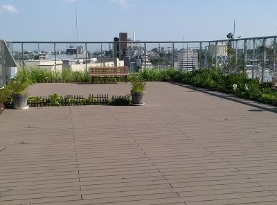 0円で親子エンジョイ!花と緑いっぱい、見晴らしバツグンの屋上庭園@荻窪