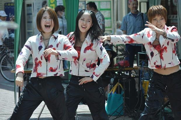 地元で人気の三姿舞も歌って踊ります