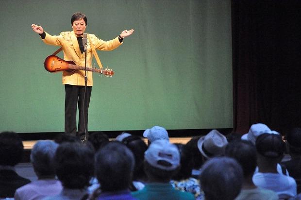 堺すすむさんは司会に漫談に歌に大活躍