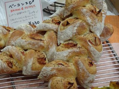 厳選素材を使った手作りパンを。箕面「グラブ ア バイト!」