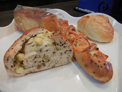 惣菜パンが充実!高槻「カトルフィーユ」は味で勝負のパン屋さん