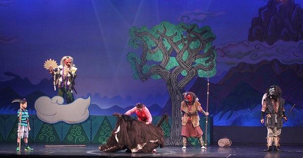 大きな猪も登場して楽しそうなミュージカルです