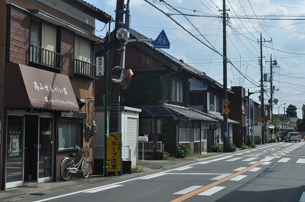 美味しいお煎餅屋さんなどが並ぶ流山本町界隈