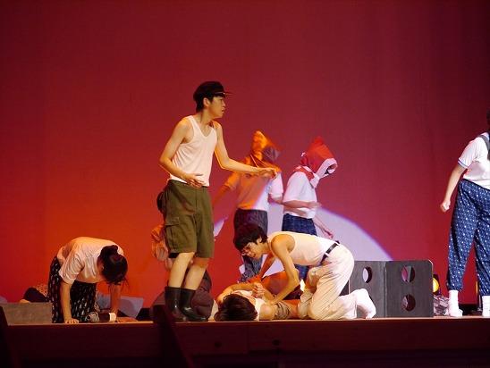 高校生が平和を訴える演劇を公演したりしました