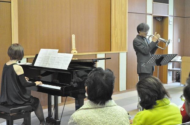初の法話と音楽のつどいに出演された神村英男さんと岡田葉音さんの演奏