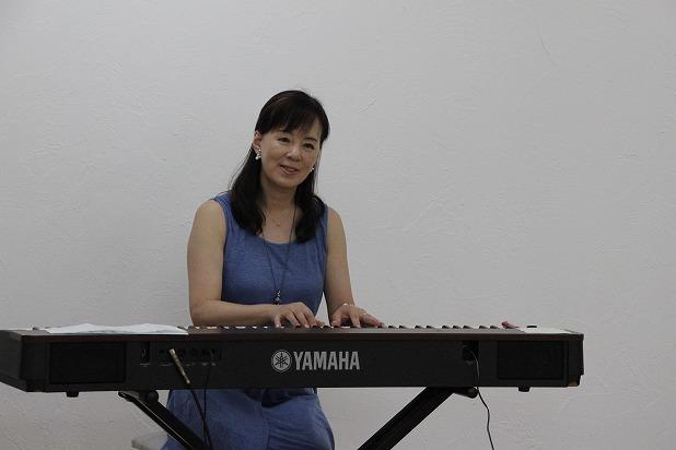 20笑顔を絶やさない石川容子さんの演奏に癒されます