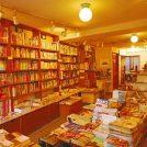 旅心をくすぐる 多彩なジャンルの本や雑貨たち