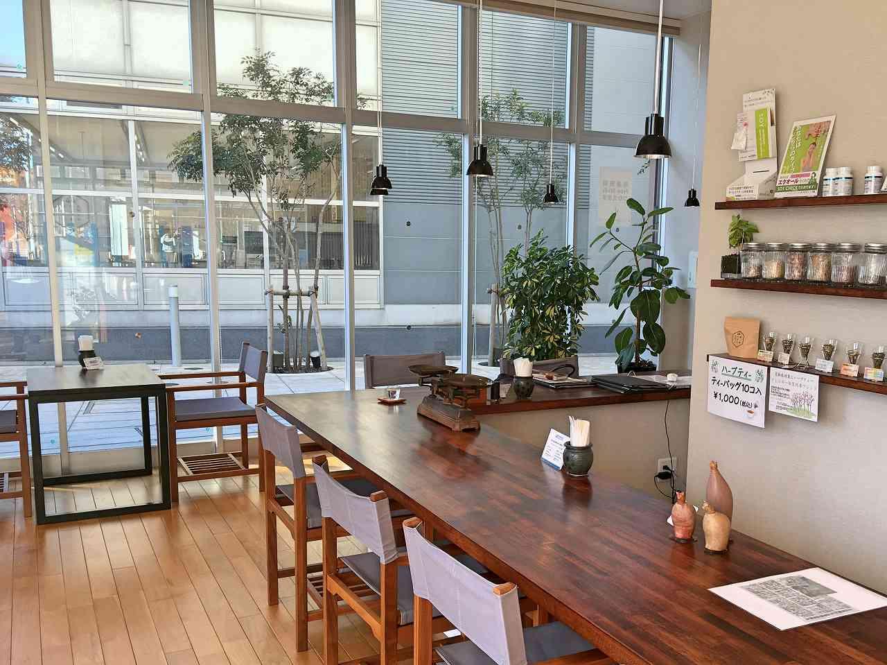 薬局にオープンのカフェ「ハカラメディコ」で、薬膳カレーや玄米粥のランチを(流山)