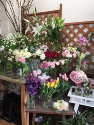 母の日ギフトなら 田奈の住宅街に佇む花の店Bouquet