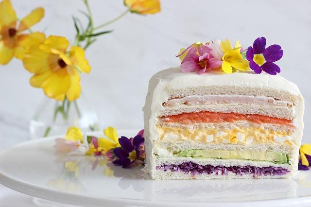 エディブルフラワーのサンドイッチケーキ③