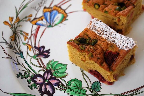 春のおもてなしお菓子 ラズベリーのアーモンドケーキ