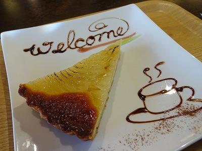 箕面「Cafe de 10番」のタルトと薔薇の紅茶で癒し時間