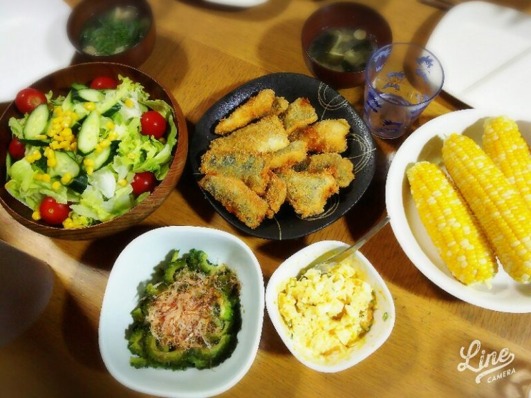 アジフライ、ゴーヤのおひたし、とうもろこし、サラダ、お味噌汁~