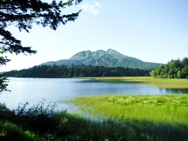 初日のビレッジセンターからの燧ヶ岳、天気は最高!翌日は朝4:30の出発でこの山頂を目指します。