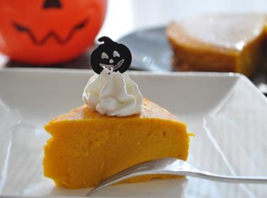 Halloweenpartyにぴったり!混ぜるだけで簡単にできる「パンプキンケーキ」