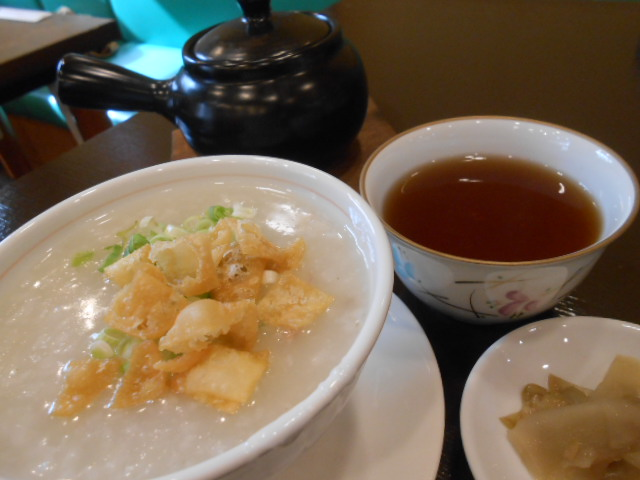 ランチはアツアツの中華粥がお代わりOK!神戸「金寶來(きんぽうらい)」