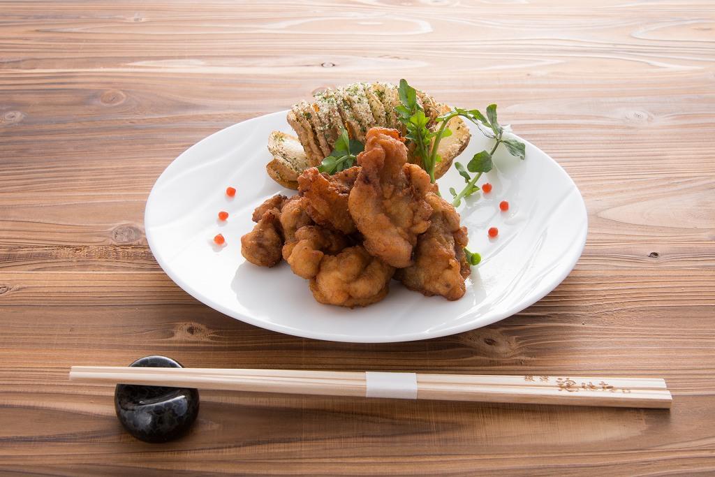鶏はな「黒さつま鶏の唐揚げ ジャバラポテト添え」